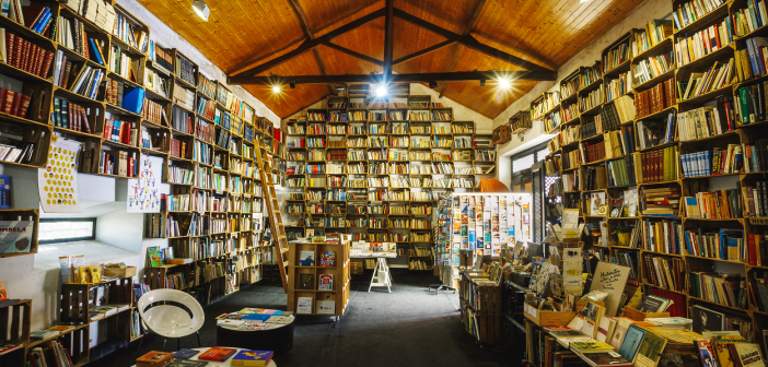 While in Óbidos, stop by one of our bookshops!